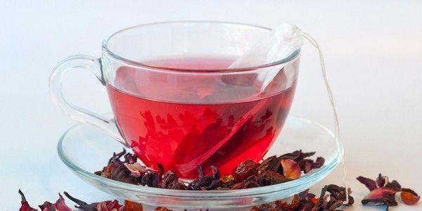 Il karkadè è un infuso preparato con i fiori di ibisco. Talvolta viene chiamato anche tè rosso, ma non va confuso con il rooibos, che è ottenuto dall'infusione delle foglie dell'omonima pianta, appartenente alla famiglia delle leguminose.