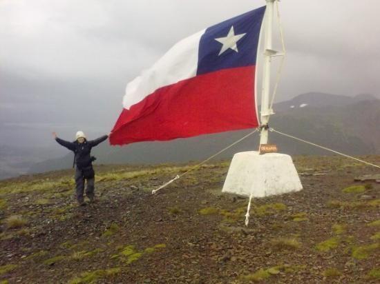 Puerto Williams. Cúspide del cerro La Bandera. Chile.XII Región de Magallanes y de la Antártica Chilena.   www.tripadvisor.es