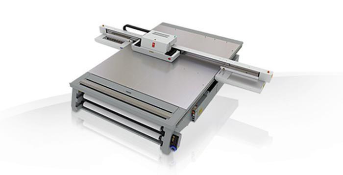 Tisk na revoluční tiskárně Océ Arizona nyní nabízí Tiskárna Euronova