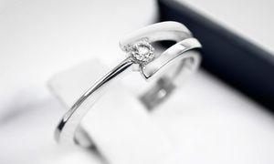 Groupon - Anillo modelo Josefina de oro blanco de 18 quilates y diamante corte…