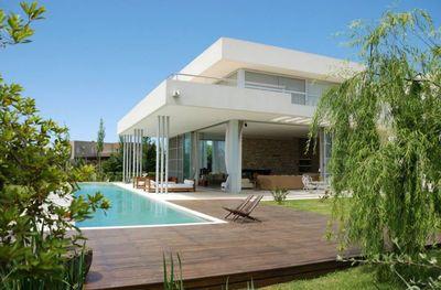 Piscine : couloir de nage pour maison moderne