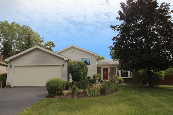 This 1955 square foot single family home has 3 bedrooms and 2.0 bathrooms. It is located at 1030 Old Mill Grove Rd Lake Zurich, Illinois.