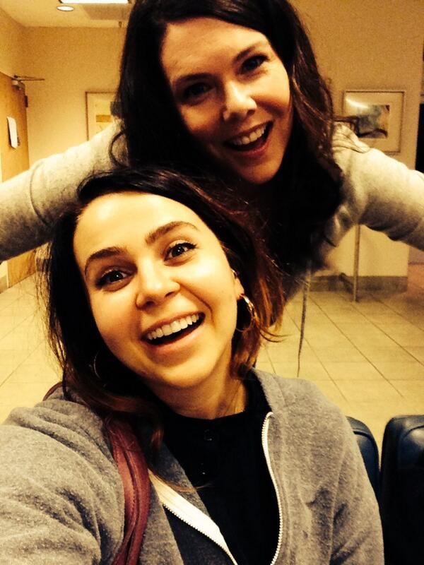 Lauren Graham & Mae Whitman being adorable weirdos.