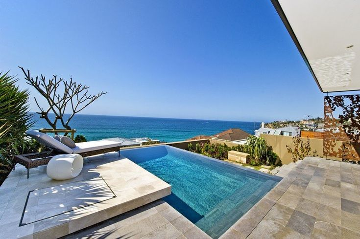 ...and I love this pool. Rolf Ockert has designed the Bronte House, located in Sydney, Australia.