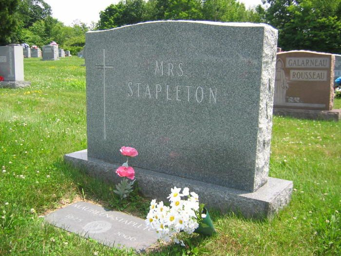 "Maureen Stapleton (1925 - 2006) She appeared in ""Bye Bye Birdie"", ""Interiors"", ""Reds"", ""Cocoon"" and other movies"