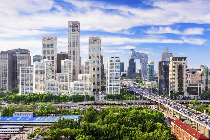 Beijing er det moderne Kinas hovedstad, men byen har været hovedstad gennem ca. 700 år. Dengang som i dag var Beijing rigets administrative kraftcenter, og dertil hører jo paladser og templer. Selv om meget gammelt har måttet vige for moderne byggeri, har byen stadig mange historiske bygningsværker.
