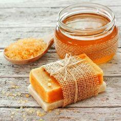 Honigseife selbst machen mit nur 5 Zutaten - süß duftend und pflegend.