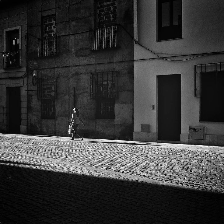 #soulful_bnw  #edits_bnw #bnw_lombardia #bnw_planet_2017 #bw_perfect #bnw_rose #bw_divine #top_bnw_photo #passion_for_bnw #capturabnw #bestphotogram_bnw #pocket_bnw #top_bnw #masters_in_bnw #bnw_madrid #amateurs_bnw #world_bnw #alcala #alcaladehenares #architecture #street #streetphotography #bnw_top #bnw_addicted