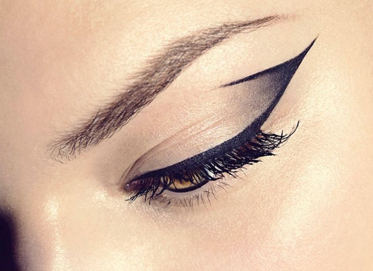 smoky winged eyeshadow