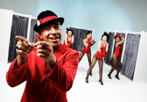 Lou Bega and his girlfriends.
