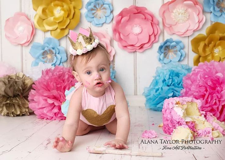 Isnt so cute 😘🌸 this little princess with our paper flowers 💙💛 Photo via @alanataylor_photography