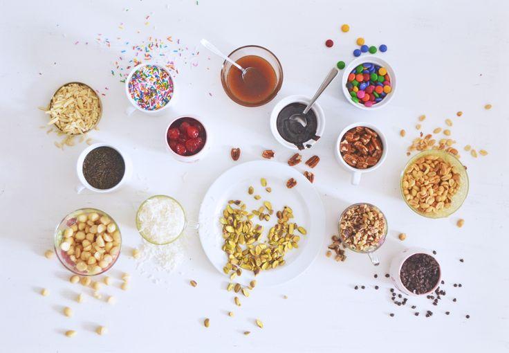 Bar à sundae - Créer votre propre bar à sundae parfait pour les chaudes journées, les fêtes d'enfants et même les réunions de famille. Tout ce qu'il vous faut, c'est de la crème glacée, les garnitures Jardi, des bols et des cuillères!