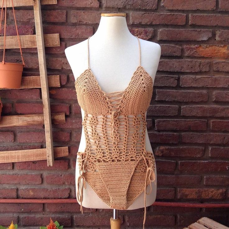 This monokini swimwear will be available at my Etsy shop soon. I used an elastic yarn for crochet it perfect for swimming Trikini disponible en mi tienda tejida con hilo elástico e ideal para nadar cómoda #monokini #crochetersofinstagram #trikini #swimwear #swimsuit #summer2017  #onepieceswimsuit #summerwear #beachwear #verano #boho #hippiestyle #crochet #ganchillo #häkeln #uncinetto #beach #etsy #etsyshop