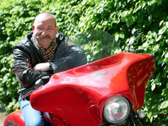 Horst Lichter ist aus Hunderten von Fernsehauftritten im WDR und ZDF bekannt. Der sympathische Schnurrbartträger kocht auch live in seinem Tour-Programm.