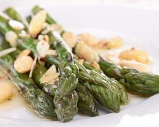 Salade d'asperges vertes parmesan et amandes anti-prise de poids