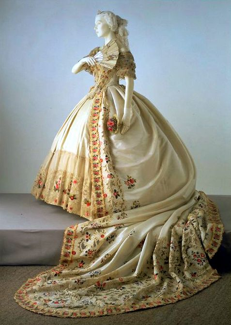 Court Dress. 1860's. Dress worn to court was the most elaborate and expensive ensemble in a lady's wardrobe. In addition to a skirt worn over a very large crinoline, a train extending for several metres was an essential feature of court dress. Young debutantes would spend hours practising how to curtsey and walk backward in such an elaborate ensemble before their first presentation at court. Victoria and Albert Museum. // ohh wow