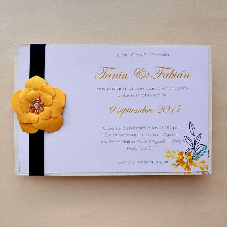 Invitación para boda o quince años, con flor en color dorado, el diseño de la impresión puede ser seleccionado al gusto, se aceptan pedidos pequeños.