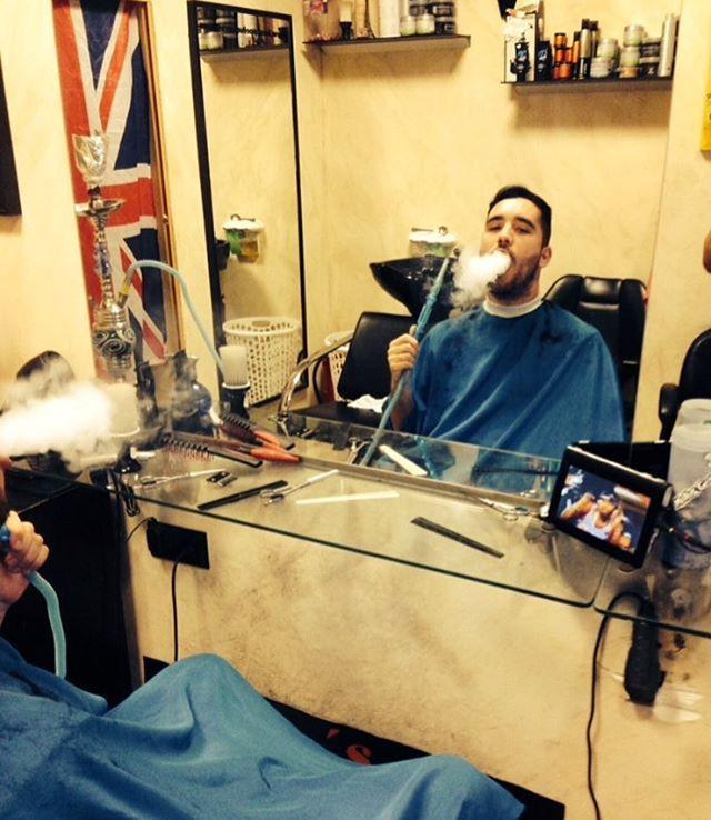L0 Siempre fiel uno de tantos cliente de todas la vida!!grande mi @tonysvq !!! Gracias a todos por seguir conmigo!!💈❤️💈 masajes,Rayos Uva,Estetica,Tattoo en @boscospeluqueros @pedrodecolegueo  @tamiortiz87  @luis3101994 @eltemploambulante  #triana #estilo #barbers #barberlife #barbershop #moda #sol #moreno #bronceado #bronceador #rayosuva #moda #sevilla #spa #relax #relajacion #depilacion #depilado #cejas #tupe #hair #hairstyle #tattoo #tattoosevilla #tatuaje #boceto…