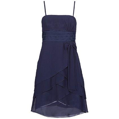 Wunderschönes dunkelblaues Kleid von Vera Mont. Das breite Satinband und die schöne Schleife betonen die Taille, mit schräg geschnittenem Stufenrock. Dieses hübsche Kleid eignet sich perfekt für festliche Anlässe.