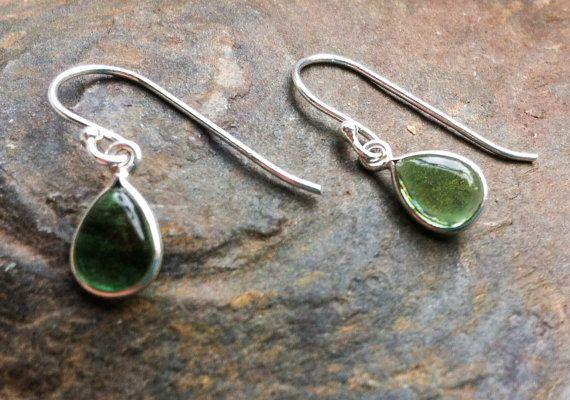 Groene toermalijn oorbellen sterling zilveren door Elementarymagic