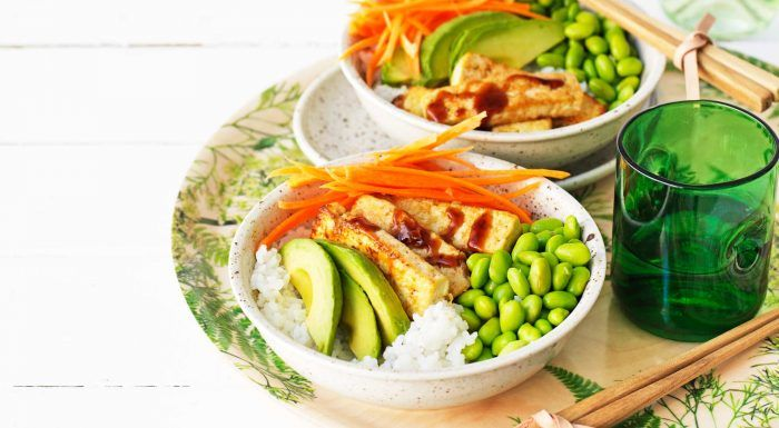Poké bowl med hoisinstekt tofu