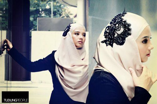 I always love her hijab style.. her collection, tudungpeople.  fyi, i'm also tudungpeople fan..