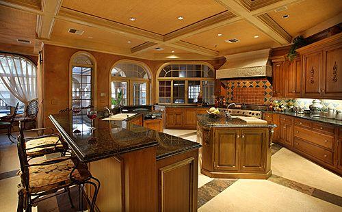 Having A Huge Kitchen Is A Must La Bella Casa