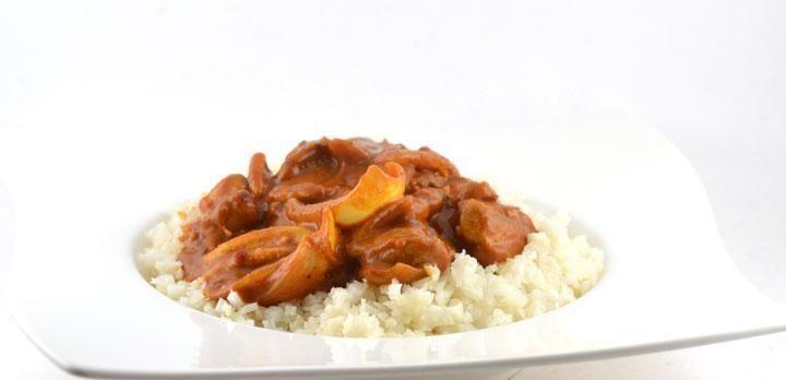 Deze Curry Madras met kippendijen is gebaseerd op het traditionele recept. Ik heb het recept alleen wat versimpelt zodat het binnen 15 min te bereiden is.