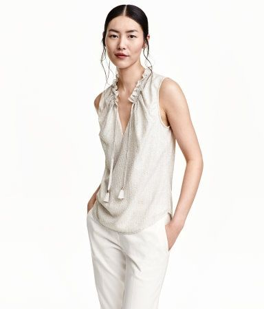 Светло-бежевый/металлик. Рукавов шифоновая блуза с металлизированным рисунком с оборками воротник с завязками спереди, закругленный подол.