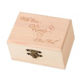"""Bijzonder leuk houten ringendoosje met boven op de tekst """"With these rings I thee wed"""""""