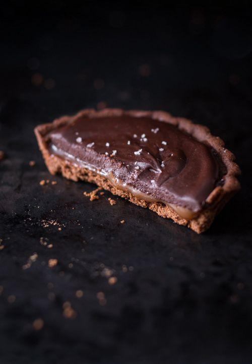 Chocolate Caramel Tarts - BakeNoir.com