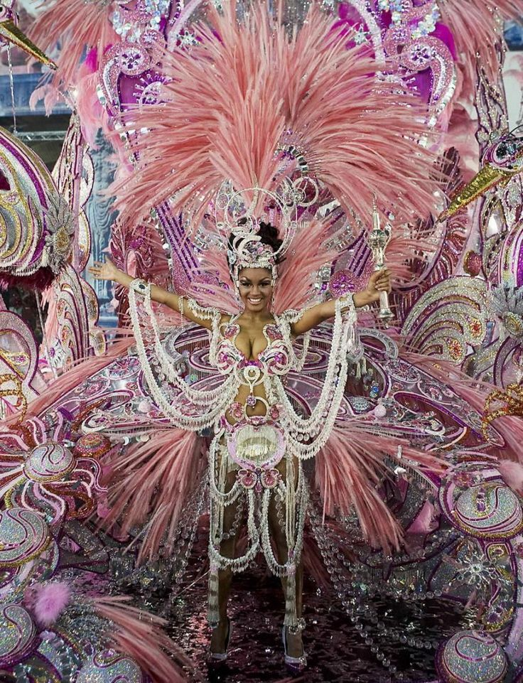 UNBELIEVABLE OUTFIT! - WINNER RIO CARNIVAL PARADE - INCREDIBLE FEATHERS FLOWERS FANS AND FRILLS! WOW!