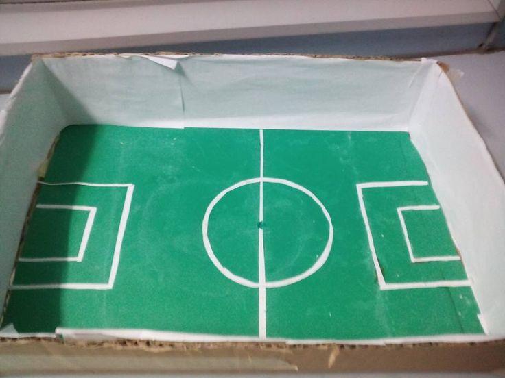 Υλικά : 1) μια μικρή χαρτόκουτα 2) Πράσινο χαρτόνι 3) Μια λευκή κόλλα Α4  4) Όρεξη για δημιουργία !