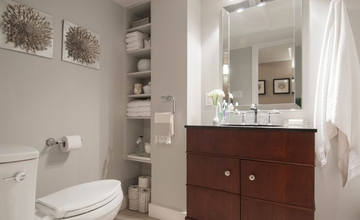How to make a small bathroom look bigger tips from hgtv - How to make a small bathroom look larger ...