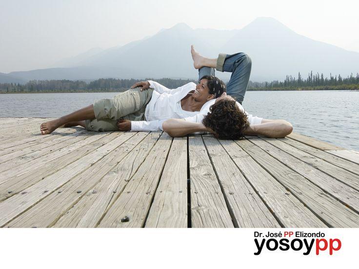 """Humor a primera vista. SPEAKER PP ELIZONDO ¿Cuál es la causa de que hombres y mujeres actuemos de manera tan diferente?, ¿""""El Matrimonio"""" y """"la Felicidad"""" son incompatibles?, ¿Quién se ríe más… los hombres o las mujeres?, ¿Cómo agregar humor y risa a nuestro matrimonio? Le invitamos a visitar nuestra página web www.yosoypp.com.mx, para conocer los detalles sobre cómo contratar las diferentes conferencias que ofrece e el Doctor José PP Elizondo."""
