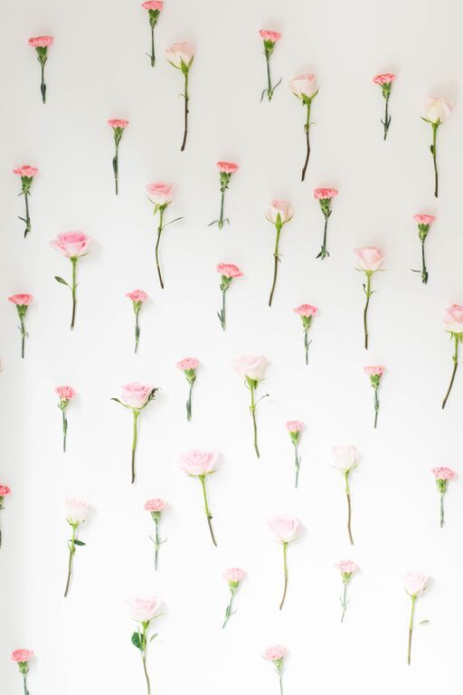 DIY GIRLY AND SIMPLE FLORAL WALL TUTORIAL