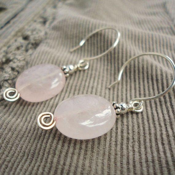 Pendientes de cuarzo rosa en plata de ley rosa de la piedra