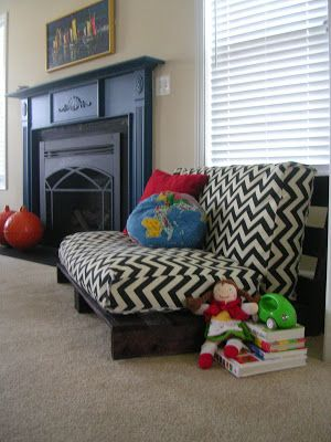 Design Itch: Find a Pallet Pick it Up  http://www.thedesignitch.com/2012/11/DIY-pallet-sofa.html#
