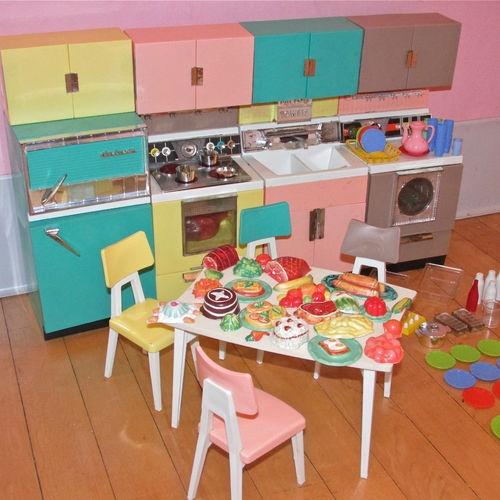Vintage deluxe reading dream kitchen set barbie sized set for Kitchen set doll