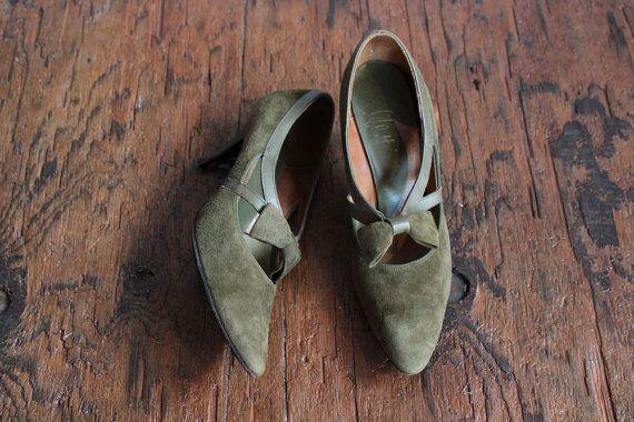 1960s Heels // Olive Green Suede Heels // by dethrosevintage