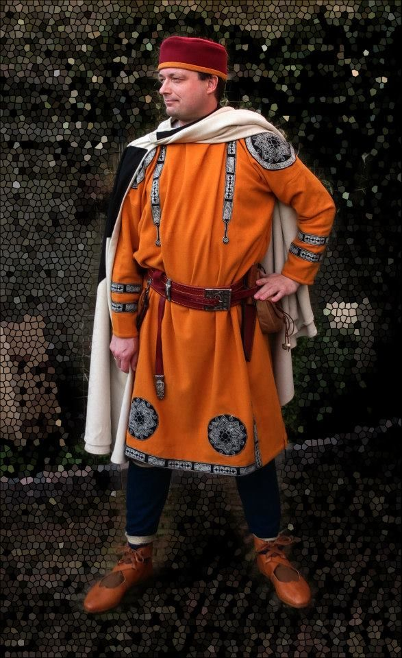 Late Roman outfit; from the Fectio Facebook page. Impressive kit; all out impressive Late Roman / Early Byzantine clothing.