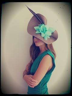 Mouse con flor hecha a mano azul turquesa de @Rita Von . #Tocados y #sombreros en @BijouPrivee