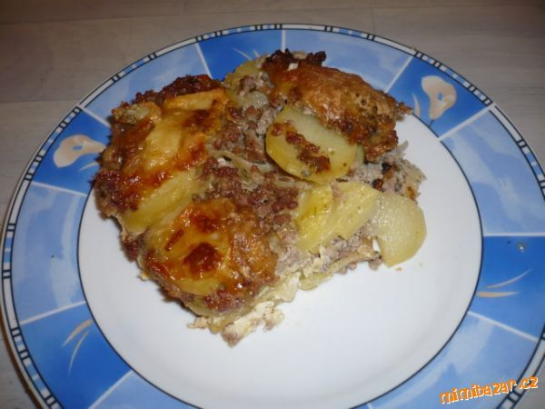 zapečené brambory s mletým masem a 3druhy sýru - prostě mňamózní