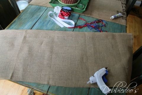 burlap no sew valance for the bathroom 003