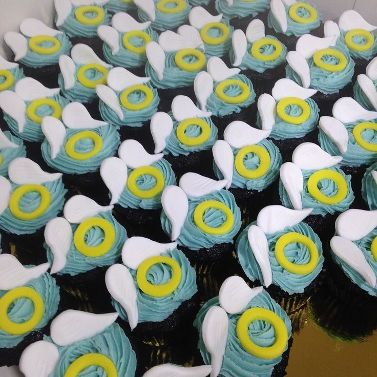 These angel cupcakes were a part of a special order of 800 mini cupcakes of the theme angels and demons. Aren't these cute?  #chefsatlavonne #cheflife #lavonne #teamwork #cupcakes#angelsanddemons