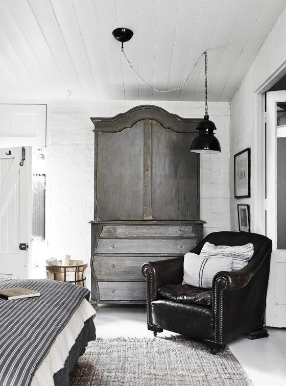 'The White Room' - a studio with beautiful one-off vintage pieces - photo Lisa Cohen / styling Lynda Gardener.