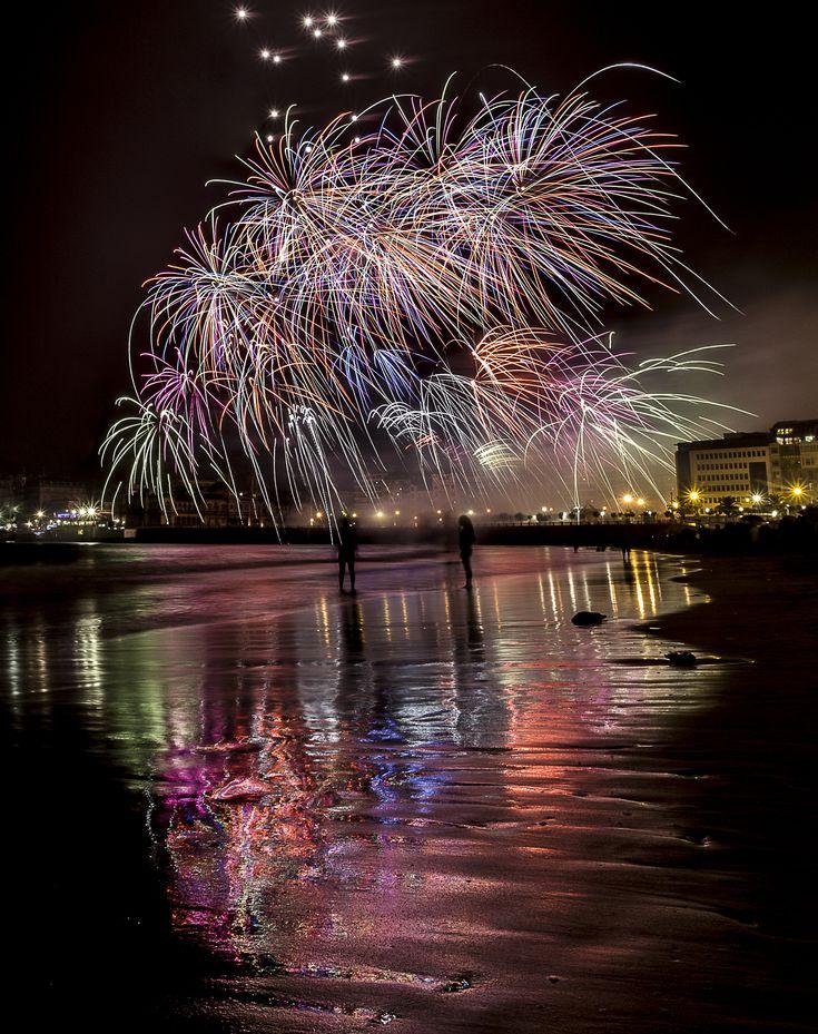 """2º premio """"I Concurso de Fotografía de los Fuegos Artificiales"""" de Aste Nagusia. Autor: Jorge Murgiondo. #SanSebastian #fireworks #AsteNagusia"""