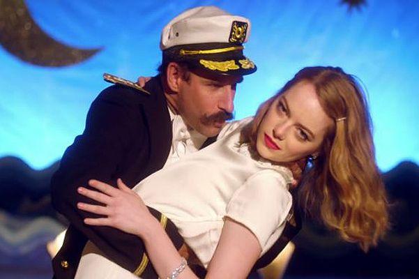 Когда на море качка: Эмма Стоун танцует в клипе Уилла Батлера
