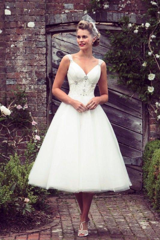Vintage A Line V Neck Short Wedding Dress Tea length Beading Bridal Dresses vestido de noiva com manga longa robe mariage