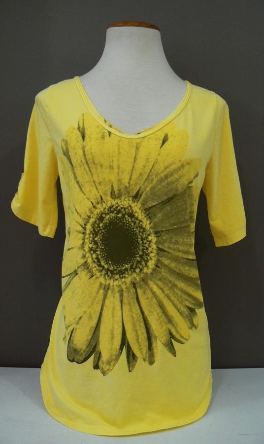 Camiseta de pico con estampado, con un 10% de algodón y un 10 % elastomero. Cuesta 18'00 € Tallas: de M a XXL Compra on-line: http://www.puntesport.com/tienda/index.php/component/virtuemart/71/35/miscelania/orange-margarita-detail?Itemid=0 #camiseta #amarilla #flor #margarita